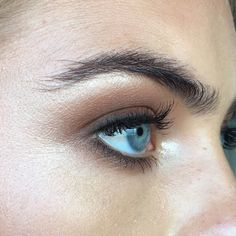 Weddbook ♥ This is beautiful eye makeup for a gorgeous lady perfect to add charm. Get this amazing makeup for your eyes. You will get praises for your eyes Makeup Goals, Makeup Inspo, Makeup Inspiration, Makeup Tips, Makeup Tutorials, All Things Beauty, Beauty Make Up, Hair Beauty, Beauty Box