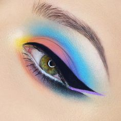 What does this look remind you of?🍭 pastel goth palette, tattoo liner, thunderstruck eyeshadow, shade and light contour… Pastel Goth Palette, Pastel Goth Makeup, Colorful Makeup, Bright Makeup, Colorful Eyeshadow, Makeup Trends, Makeup Inspo, Makeup Art, Makeup Inspiration
