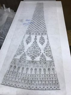 Indian Embroidery Designs, Hand Embroidery Design Patterns, Embroidery Suits Design, Hand Work Embroidery, Embroidery Flowers Pattern, Embroidery Motifs, Embroidery Fashion, Diy Embroidery, Pattern Sketch