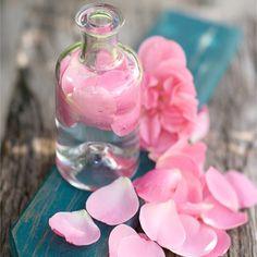 ROSENÖL , HERZ-CHAKRA  ROSE, Selbstliebe & Selbstachtung  Rosenöl, wirkt stark antidepressiv und aphrodisisch. Es stellt eine Warme weiche Atmosphäre her, in der Milde, Güte und Verständnis gedeihen können.