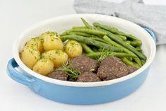 Hovězí placky z libového masa jsou skvělou volbou, jak v kuchyni zpracovat červené maso. To má vysoký obsah železa a vitaminu B12, při jejichž nedostatku může nastat chudokrevnost. Fazolkami dodáte tělu potřebnou vlákninu. Green Beans, Beef, Vegetables, Food, Diet, Meat, Essen, Vegetable Recipes, Meals