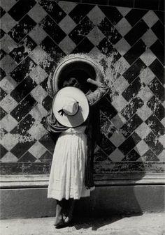 "Eugène Atget: ""Documents pour artistes""   http://www.moma.org/visit/calendar/exhibitions/1216"
