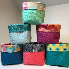 A Few Scraps: Little Quilted Buckets *free pattern*