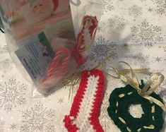 Etsy :: Il tuo spazio per comprare e vendere tutto ciò che è fatto a mano Felt Christmas Decorations, Handmade Felt, Crochet Necklace, Etsy, Vintage, Jewelry, Jewlery, Jewerly, Schmuck