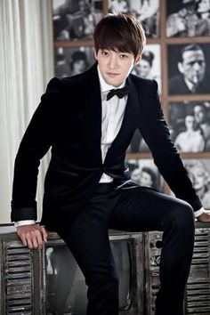 GUY CANDY: Choi Jin Hyuk is suave behind the scenes of Emergency Couple