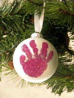 La primera navidad de tu bebé? Decora el arbol con su huella.