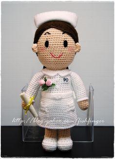 Amigurumi Graduate Nurse_01 by Fish Finger Craft, via Flickr Amigurumi Patterns, Amigurumi Doll, Doll Patterns, Crochet Patterns, Knitted Dolls, Crochet Dolls, Crochet Baby, Knit Crochet, Crochet Crafts