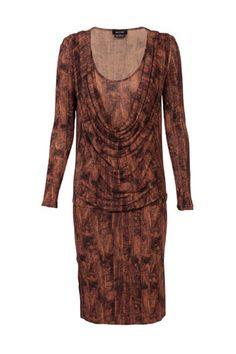 Vestido en tonos marrones de manga larga diseñado por Isabel de Pedro