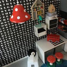 Ruotsin tuliainen ja alelöytö: uusi lamppu. Kaveri jakkaroille. #kotona #interiordesign #homedecor #homeinterior #sisustus #myhome #interior #interiordesign #inredning #lastenhuone #leikkihuone #kidsroom #childrenroom #barnrummet #barnrumsinredning #instahome