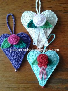 A while days ago I came across yet another great heart to crochet at the site of  Lucy, from Attic24 This one is a bit larger then the croc...