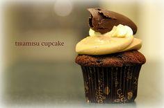 Tiramisu cupcake! Tiramisu Cupcakes, Fun Cupcakes, Cupcake Cakes, Chocolate Icing, Chocolate Cupcakes, Cupcake Photography, Yummy Treats, Yummy Food, Sweets Cake