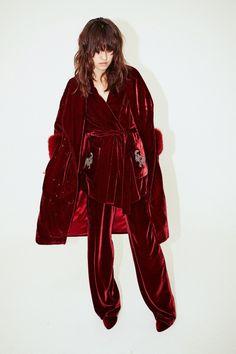 Alena Akhmadullina Fall 2017 Ready-to-Wear Fashion Show Collection Fashion 2017, High Fashion, Fashion Show, Womens Fashion, Fashion Trends, Fashion Design, Velvet Fashion, Editorial Fashion, Ready To Wear