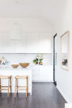 Modern Kitchen Design – Want to refurbish or redo your kitchen? As part of a modern kitchen renovation or remodeling, know that there are a . All White Kitchen, White Kitchen Cabinets, New Kitchen, White Coastal Kitchen, Kitchen Dining, Kitchen Walls, Kitchen Faucets, Kitchen Nook, Kitchen Handles