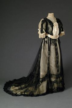 Dress by Rouff, 1900-05, at the Mode Museum