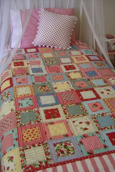 Quick and easy patchwork quilt -Pattern Free Quilt Baby, Colchas Quilt, Scrappy Quilts, Patchwork Quilting, Easy Quilts, Quilt Blocks, Hand Quilting, Machine Quilting, Patchwork Blanket