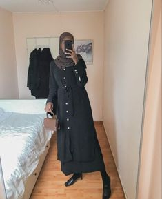 Simple And Casual Black Outfit Ideas - image :@hamdi.a.m - If You Love Basic Black Outfits, Then You Will Love This Post. Lots Of Ideas To Inspire You On Casual Black Outfits, Street Style Outfits, Simple Black Outfits, Summer Black Outfits, Winter Black Outfit Ideas And Much, Much More . #hijab #hijabfashion #hijaboutfit #hijabdress #hijabioutfitscasual #muslimahfashion