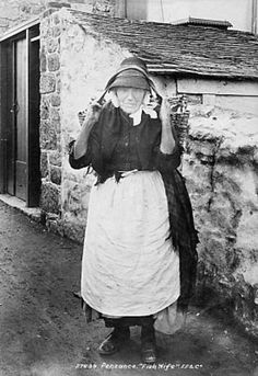 Penzance, Fishwife The wicker basket is called a cowal. Older fishwives would walk for miles carrying their cowals until the contents were all sold. Younger fishwives did not sell fish, but helped with the cleaning and salting of the catch. Old Pictures, Old Photos, Vintage Photos, Women In History, British History, Penzance Cornwall, Cornwall England, England Uk, Vintage Photography