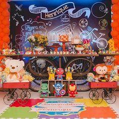 Festa super colorida e fofa com tema Brinquedos, adorei! Por @balaoazularacaju  #kikidsparty