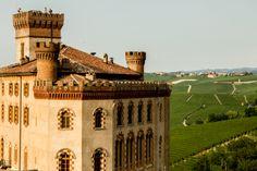 Castello Falletti - Piazza Falletti - Barolo (Cuneo) - Piemonte #piazzeditalia #Italy_Travel  Visit: www.Italy.travel #IlikeItaly #Barolo  #Piemonte #Italia #Italy Via @Cantforgetitaly Photo by: Daniel Coffaro