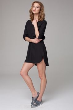 Czarna zwiewna sukienka idealna na lato