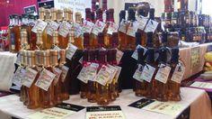"""Ρακόμελο ΚΑΝΕΛΑ 200ml """"ΜΕΛΙΣΣΟΚΗΠΟΣ ΑΞΙΟΥ"""" www.gigagora.gr/node/1768 Ρακί με ατόφιο μέλι και κανέλλα κευλάνης. Το θαυματουργό ποτό."""