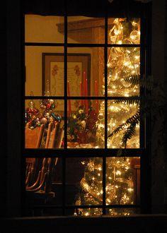 Jul genom fönster