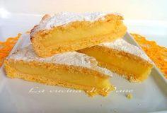 Torta alla crema INGREDIENTI: Per la pasta frolla - 1 uovo intero - 1 tuorlo - 300 gr di farina tipo 00 - 100 gr di zucchero - 100 gr di burro morbido - 1 cucchiaino di lievito per dolci  Per la crema - 5 tuorli - 500 gr di latte - 40 gr di maizena (va bene anche la farina tipo 00) - 100 gr di zucchero  Per decorare  - zucchero a velo q.b.