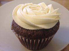 i cupcake vegani al cioccolato più buoni del Multiverso e la crema al burro vegana alla vaniglia più buona del Multiverso