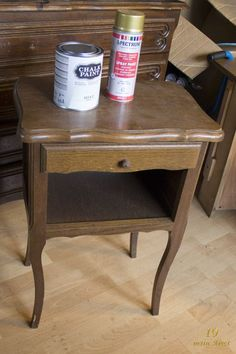Bedside found at Emmaus, chalk paint Action and golden spray - Ikea DIY - The best IKEA hacks all in one place Furniture Blog, Diy Furniture, Painted Furniture, Vintage Home Decor, Vintage House, Creative Furniture, Painted Furniture Colors, Chalk Paint Furniture, Pretty Furniture