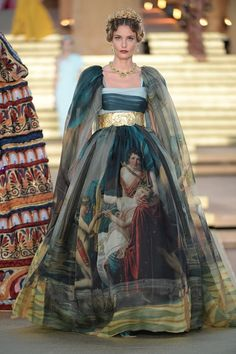 Dolce & Gabbana Haute Couture Fall-Winter - Catwalks - Lisa Home Fashion Week, Runway Fashion, Fashion Show, Fashion Outfits, Winter Fashion, High Fashion Dresses, Dubai Fashion, Fashion Poses, Fashion Fashion