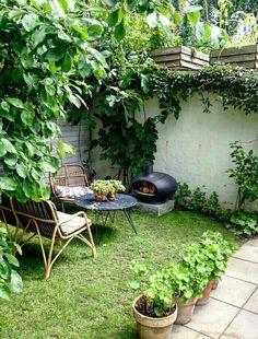 Havetips::: Sådan skaber du rum i din have - Dorthe Kvist Back Gardens, Small Gardens, Outdoor Gardens, Cozy Backyard, Backyard Landscaping, Side Garden, Green Lawn, Plantation, Porches