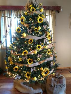Sunflower Christmas Tree by Laurie Gallentine Creative Christmas Trees, Christmas Tree Themes, Holiday Tree, Xmas Tree, Christmas Crafts, Christmas Ornaments, Holiday Decor, Christmas Tree Yellow, Christmas Ideas