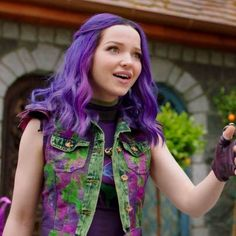 Mal confused by Audrey and what she's doing Dove Pictures, Bride Pictures, Zombie Disney, Dove Cameron, Cute Sweatshirts For Girls, Disney Channel Descendants, Disney Decendants, Laura Marano, Cute Girl Outfits