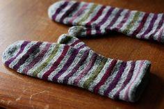 glitzknitsboutique:  Free pattern: striped mittens by Lena Gjerald