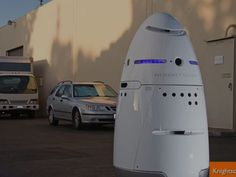 Startup Knightscope is preparing to roll out human-size robot patrols. Knightscope's Autonomous Robots Will Take on Security Jobs Normally Held by Humans Robot Technology, Technology Gadgets, Tech Gadgets, Science And Technology, Business Technology, Drones, Robotics Books, Autonomous Robots, Innovation