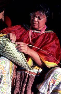 Seminole Indian Marion Bowers weaving a palmetto basket- Brighton Reservation Native American Baskets, Native American Women, Native American Artists, Native American History, American Indians, Seminole Indians, Cane Baskets, Seminole Florida, Indian Baskets