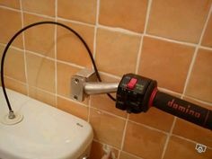 Throttle toilet flusher