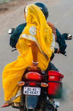 Sari on the scooter