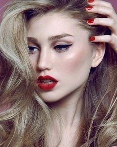 Make-up - Winged liner
