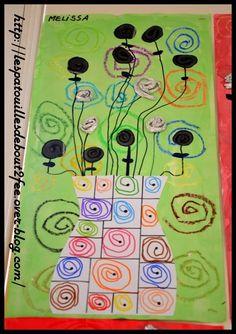 Pour faire le lien entre les soleils et le printemps de mon école, voici un bouquet de spirales. Ce sont les moyens de ma classe qui ont travaillé sur les spirales. en pâte à modeler (spirales photocopiées) en aluminium en graphisme pour le vase (spirales...