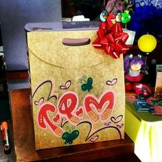 Mother And Father, Ideas Para, Paper Shopping Bag, Fathers Day, Leo, Lettering, Cool Stuff, How To Make, Gifts