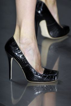 Alexander McQueen at Paris Fashion Week Spring 2008 - StyleBistro Fab Shoes, Dream Shoes, Pretty Shoes, Beautiful Shoes, Cute Shoes, Me Too Shoes, Women's Shoes, Alexandre Mcqueen, Zapatos Shoes