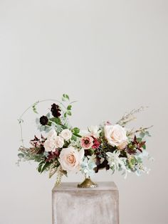 Are you wondering the best beach wedding flowers to celebrate your union? Here are some of the best ideas for beach wedding flowers you should consider. Ranunculus Wedding Bouquet, Blush Wedding Flowers, Wedding Table Flowers, Floral Wedding, Wedding Bouquets, Trendy Wedding, Flower Bouquets, Plum Wedding, Purple Bouquets