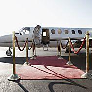 Pilot zeigt: So landet man als Passagier eine Boeing 737 http://www.travelbook.de/service/pilot-erklaert-im-video-so-landet-man-als-passagier-eine-boeing-737-744352.html