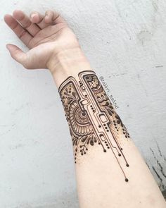 Futuristic mehndi design for arm by @rabbyy_mehndi #mehndi #mehndidesign #henna #hennadesign