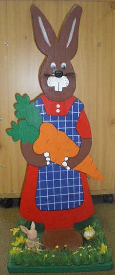 Hasenfrau aus Holz