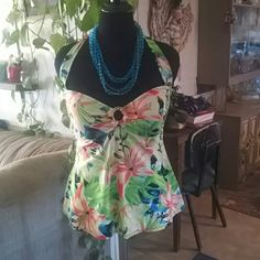 Summer crop or bathing suit top Beautiful lilies and greenery on this classy summer attire. 36 C or 38 B cup Jaclyn Smith Tops Crop Tops
