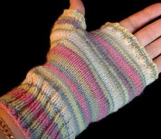 Sock yarn gloves pattern , free.