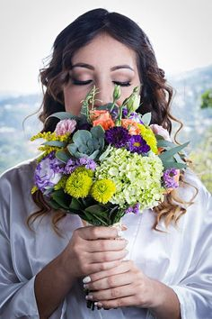 Espectacular bouquet multifloral vintange en una hermosa paleta de colores.