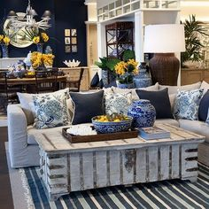 Gorgeous White And Blue Living Room Ideas For Modern Home 19 - Salon Decor Navy And White Living Room, Beach Living Room, Blue Living Room Decor, Yellow Home Decor, Living Room Colors, White Decor, My Living Room, Interior Design Living Room, Living Room Designs